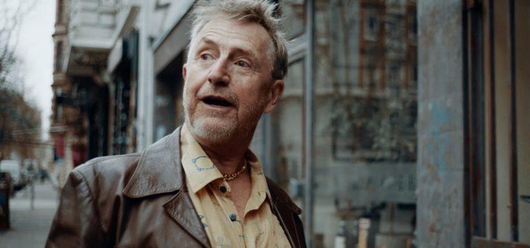 """Martin Semmelrogge wirbt für die Kiez-Kneipe """"Zum Goldenen Handschuh"""""""