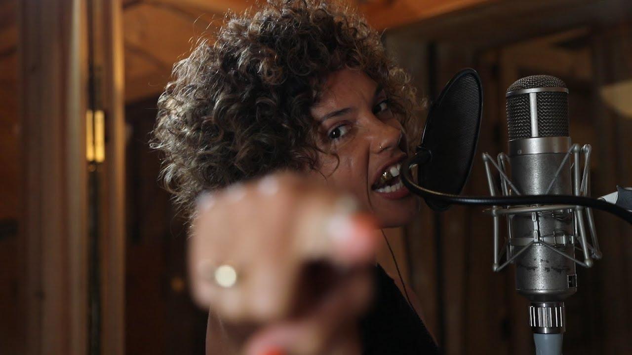 Watch The Voice Highlight: Sophia Urista: Da Ya Think Im
